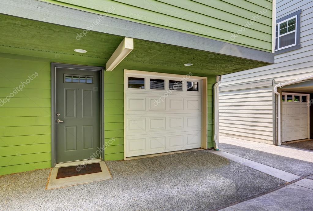 Porte entre garage et maison banque espace lumineux une - Porte de garage moderne ...