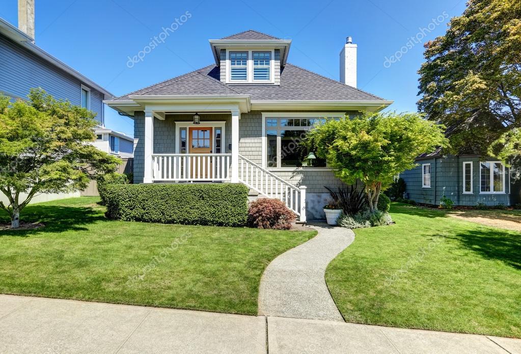 Single Family American Craftsman House Exterior. U2014 Fotografia De Stock