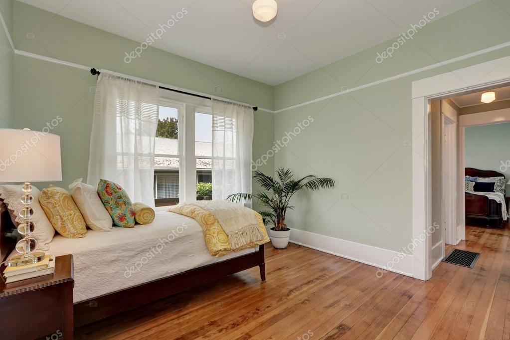 Pareti verdi pastello nella camera da letto per bambini ...