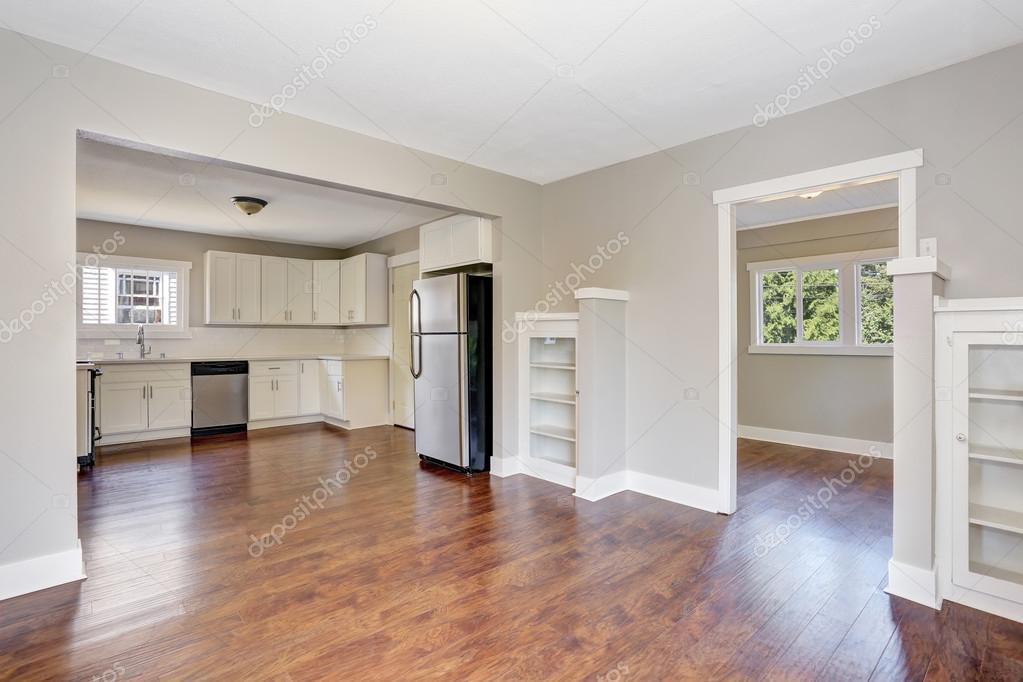 Fußboden Für Weiße Küche ~ Weiße küche innenraum mit marmor zähler oben und hartholz fußboden