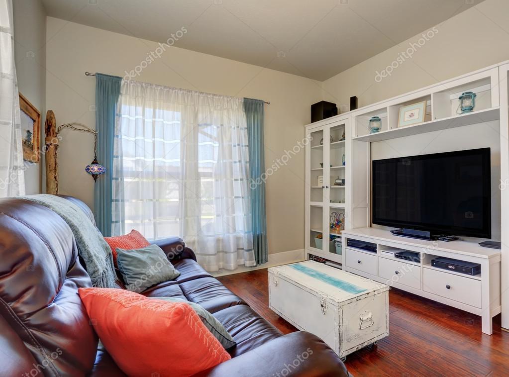 Living Room Interior With Leather Sofa And TV Set. U2014 Fotografia De Stock