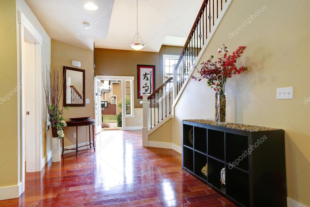 Decorer une entree avec escalier elegant luminaire with - Decorer une entree couloir ...