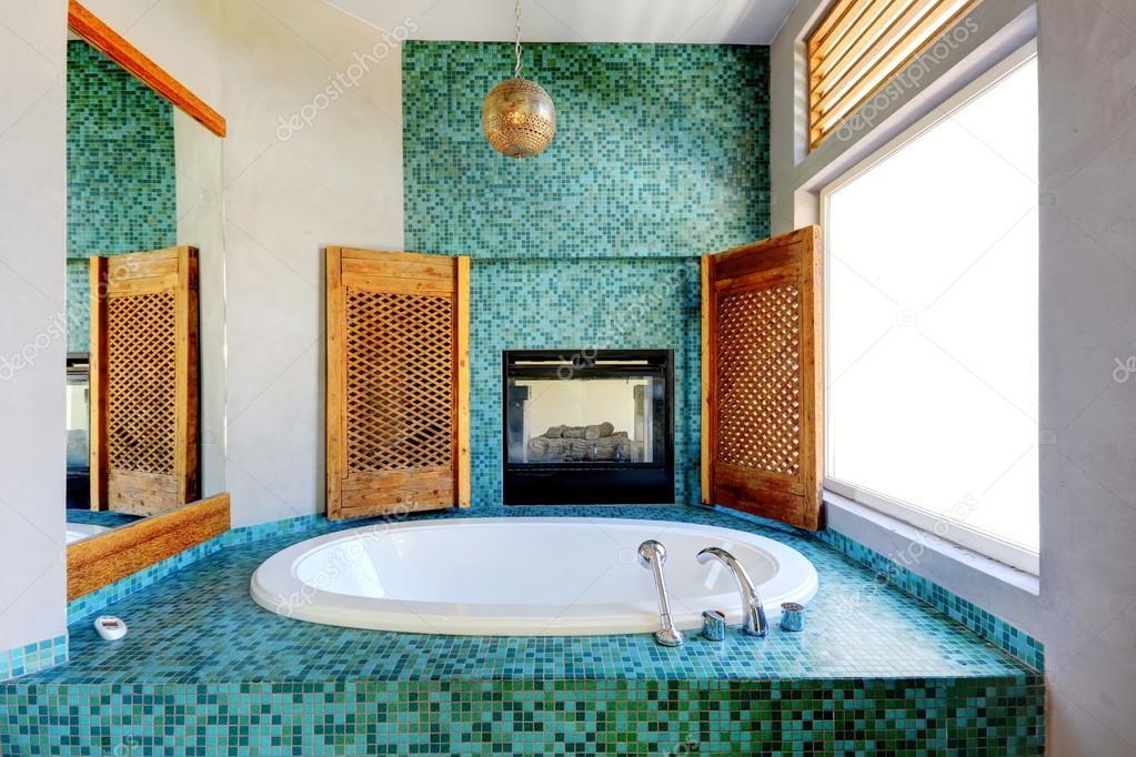 Turkoois badkamer tegel wand trim met open haard stockfoto iriana88w 52126205 - Badkamer turkoois ...