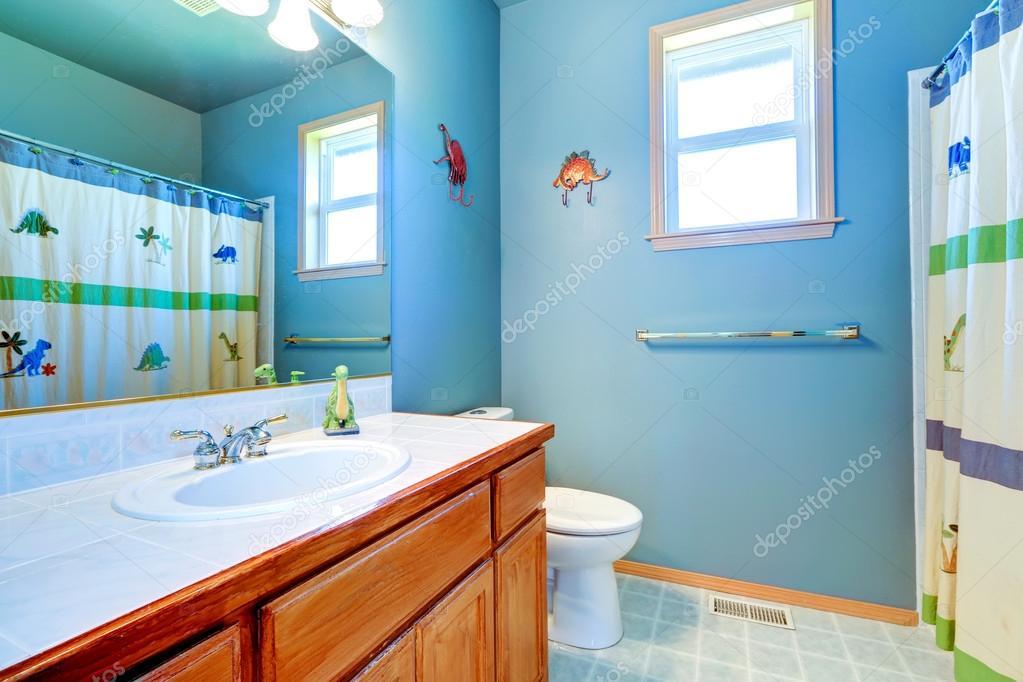 eenvoudige badkamer interieur in lichtblauw — Stockfoto © iriana88w ...