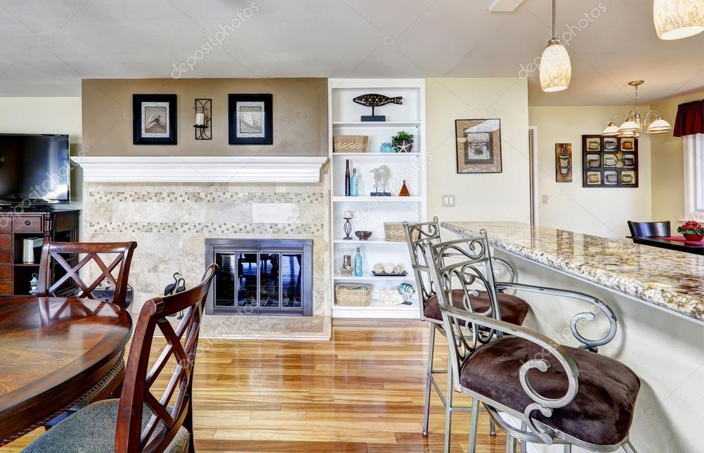 konyha kandallóval és étkező asztal — Stock Fotó © iriana88w #52684255