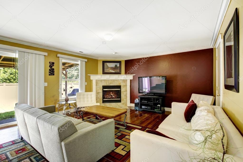Interno di casa con pareti di colore di contrasto foto stock iriana88w 52749109 - Tinte pareti casa ...