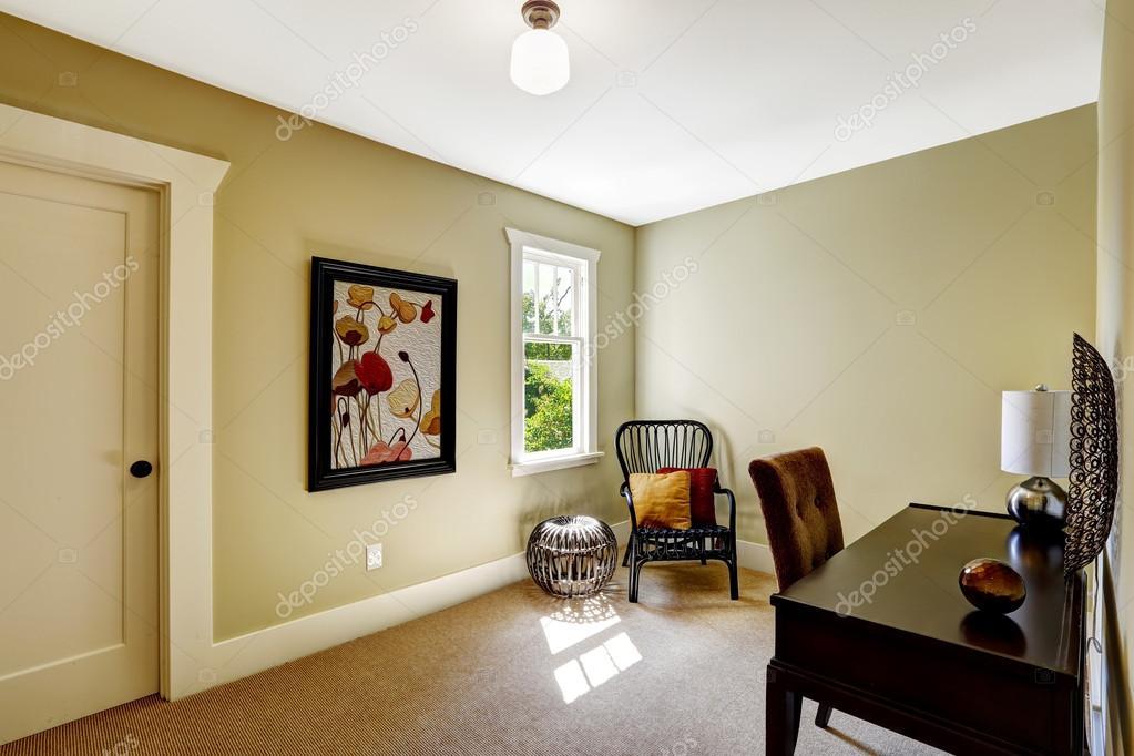 Chambre simple avec bureau et chaise u2014 photographie iriana88w