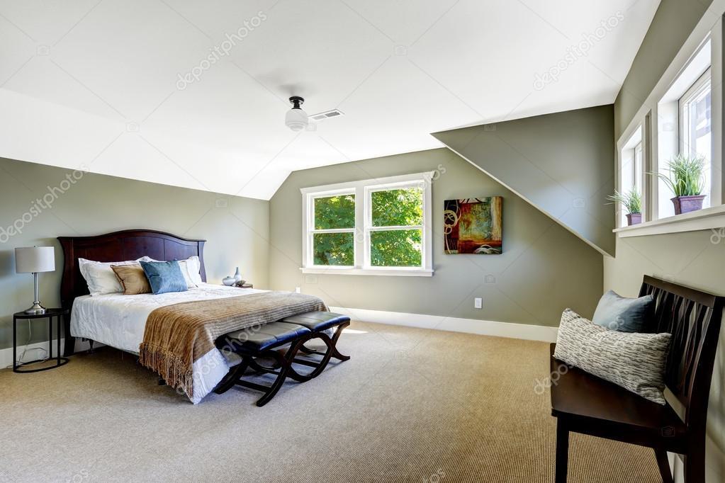 slaapkamer met groene muren en het gewelfde plafond — Stockfoto ...