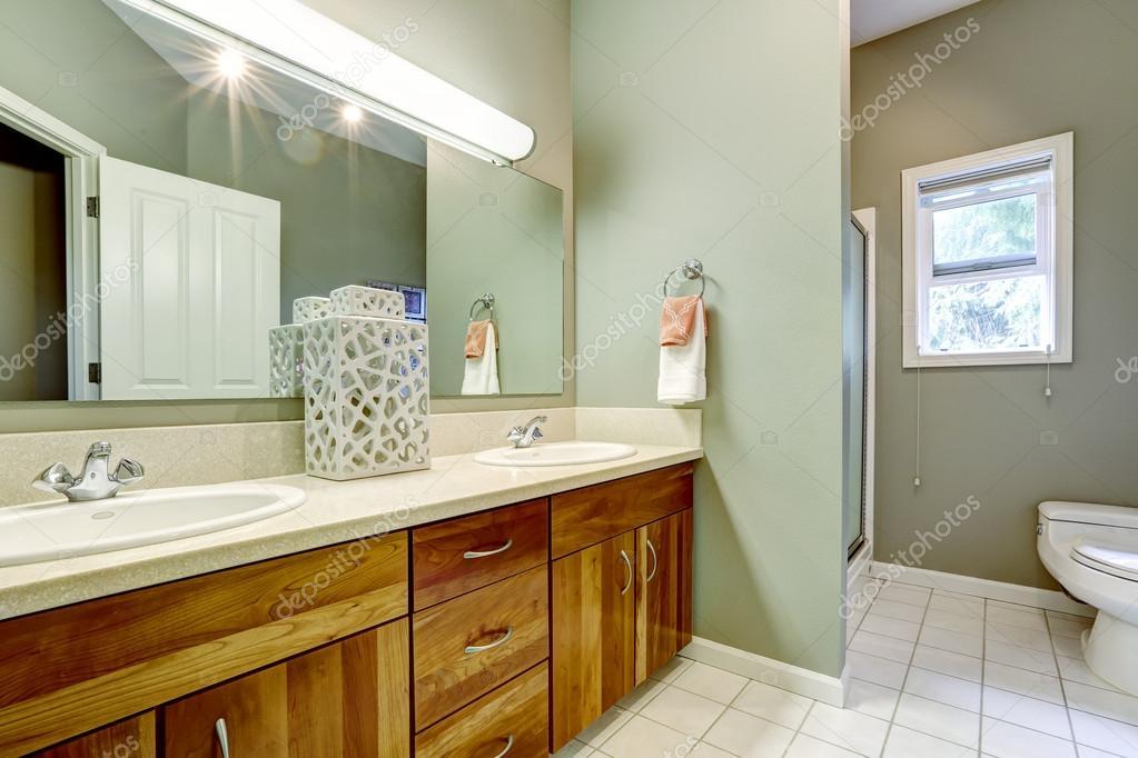 badkamer interieur in zachte munt kleur — Stockfoto © iriana88w ...