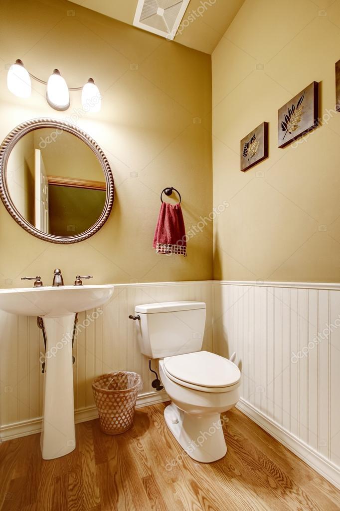 Small Bathroom With White Wall Trim, Bathroom Wall Trim