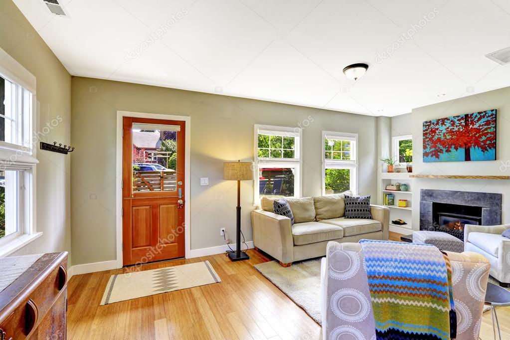 집 인테리어입니다. 거실 벽난로와 편안한 소파 — 스톡 사진 ...