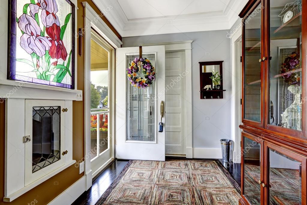 Entree hal interieur in oude amerikaanse huis u stockfoto