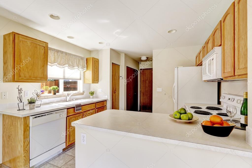 Witte keuken kamer in oud huis u2014 stockfoto © iriana88w #53605731