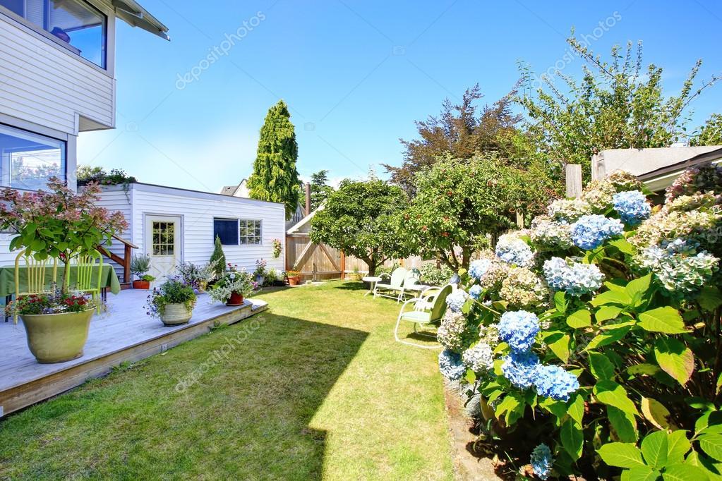 Terrasse En Bois Et Jardin Backyad De Pommiers