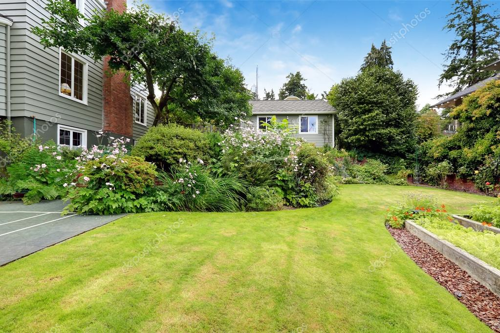 Maison Avec Beau Jardin Photographie Iriana88w C 53956347