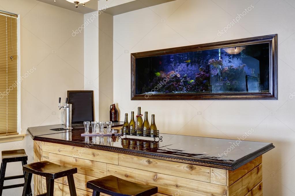 bar avec aquarium int rieur de maison de luxe photo. Black Bedroom Furniture Sets. Home Design Ideas