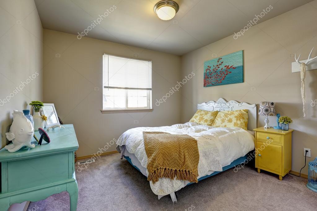 Sypialnia Z Jasne Meble Antyczne Zdjęcie Stockowe