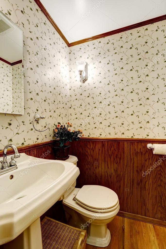 badkamer met hout en behang trim — Stockfoto © iriana88w #54006819