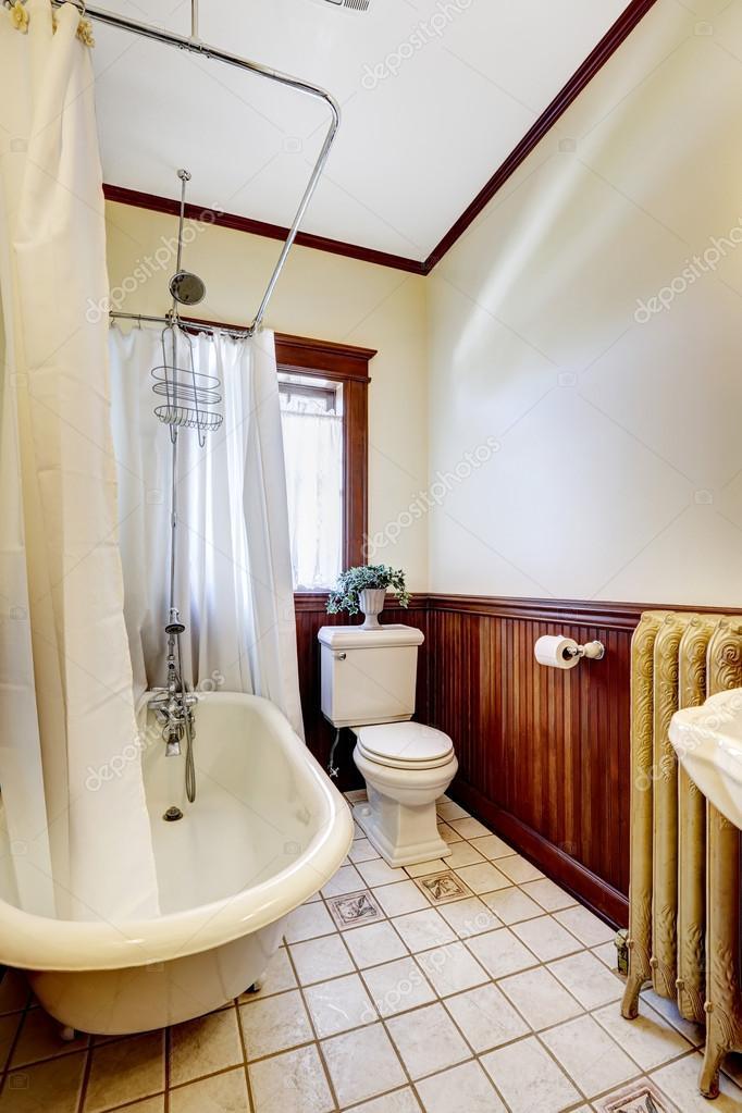 fürdőszoba fürdőszoba kád fehér wraparound függöny — Stock Fotó ...