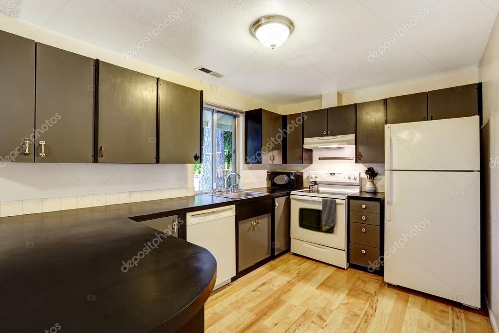 Küche Zimmer in Kontrast weiße und schwarze Farben — Stockfoto ...