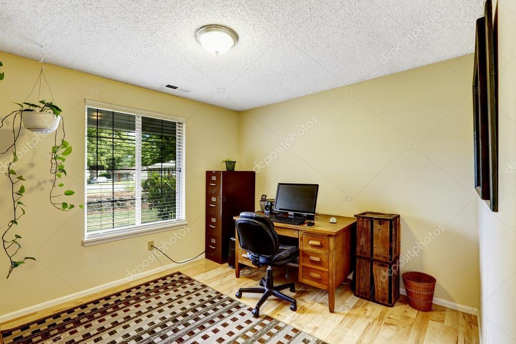 sala de oficina marfil con muebles marrón — Fotos de Stock ...