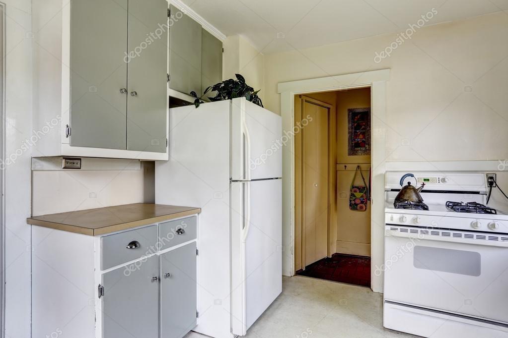Keuken Oud Riet : Keuken interieur in oud huis u stockfoto iriana w