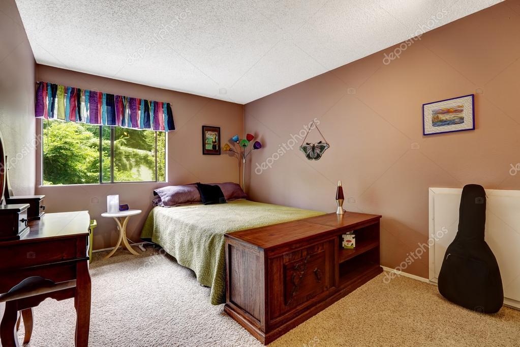 Slaapkamer Kleuren Paars : Slaapkamer in kwestie paarse kleur met kleurrijke elementen