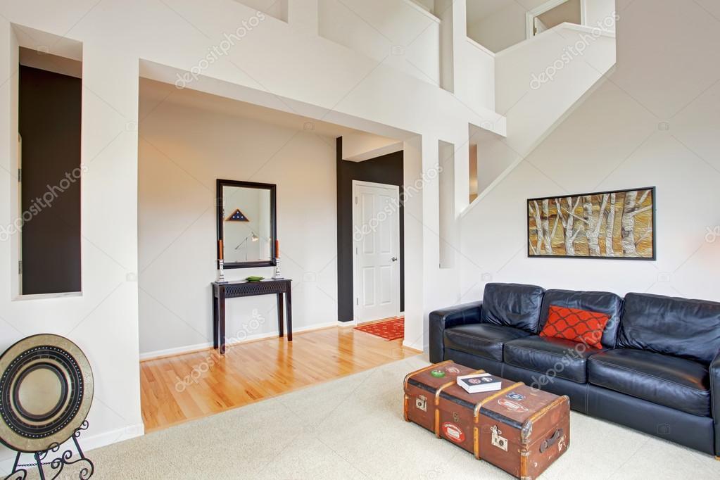 ház belső tér magas mennyezet, nappali dekor — Stock Fotó ...