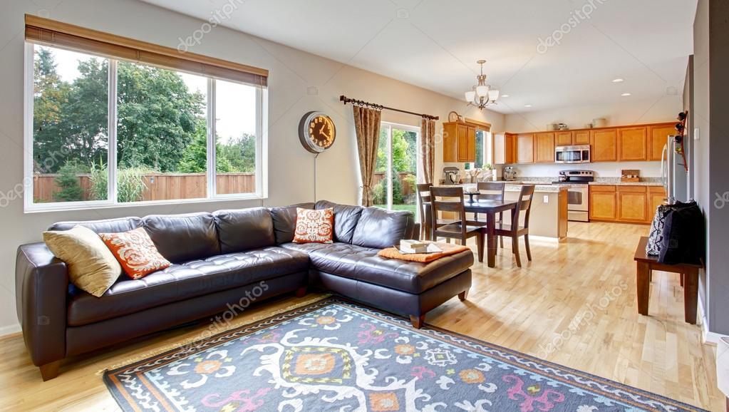 Sala de estar y cocina con comedor foto de stock for Sala de estar y comedor