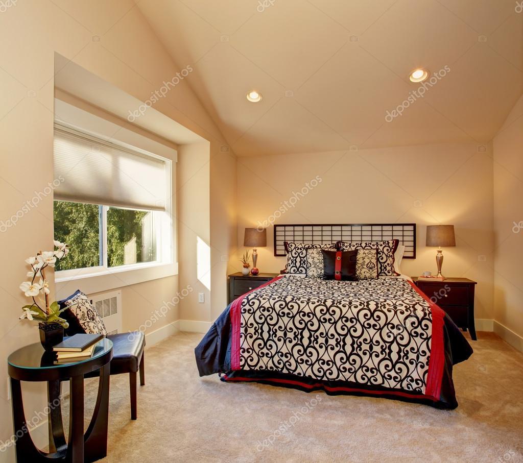 Slaapkamer interieur met Japanse stijl beddengoed — Stockfoto ...