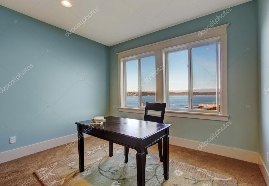 Chambre simple bureau de couleur bleu clair u2014 photographie iriana88w