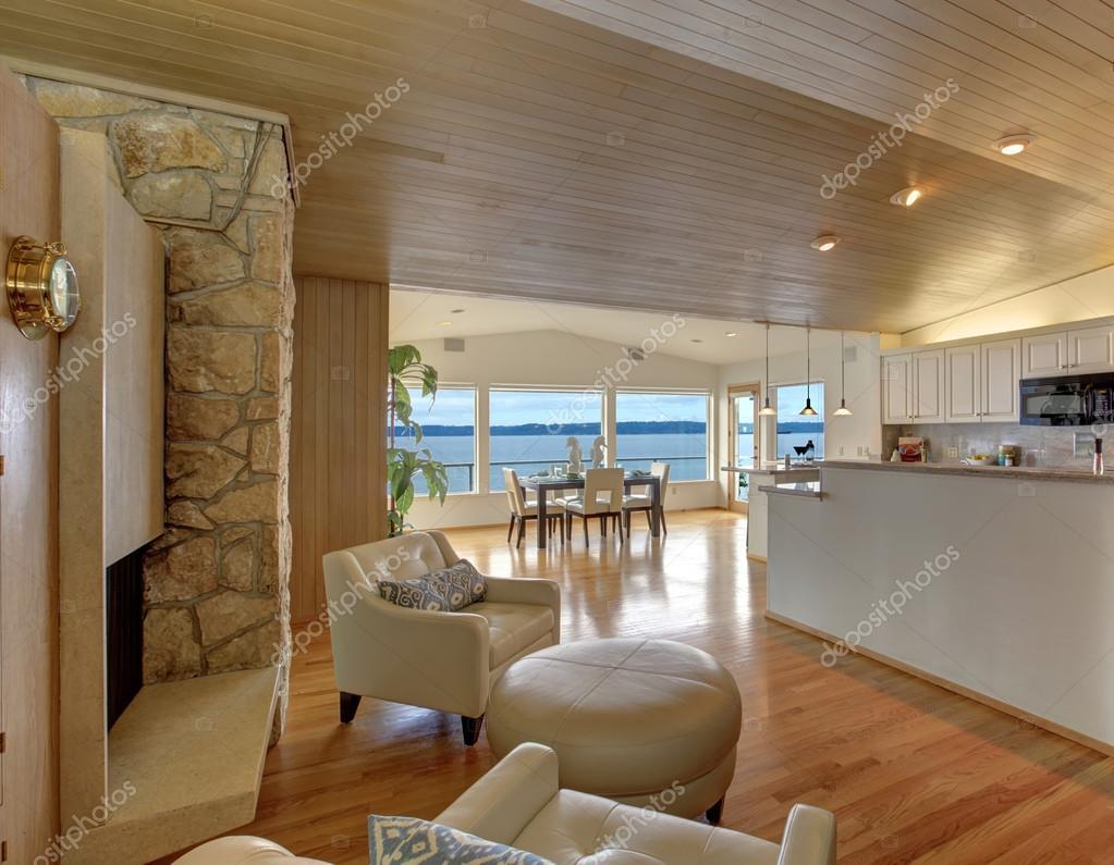 Schönes Haus innen mit gemütliche Sitzecke — Stockfoto © iriana88w ...
