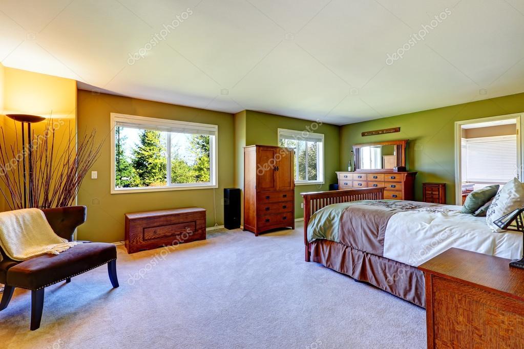 Slaapkamer Kleur Groen : Slaapkamer interieur in helder groene kleur u stockfoto