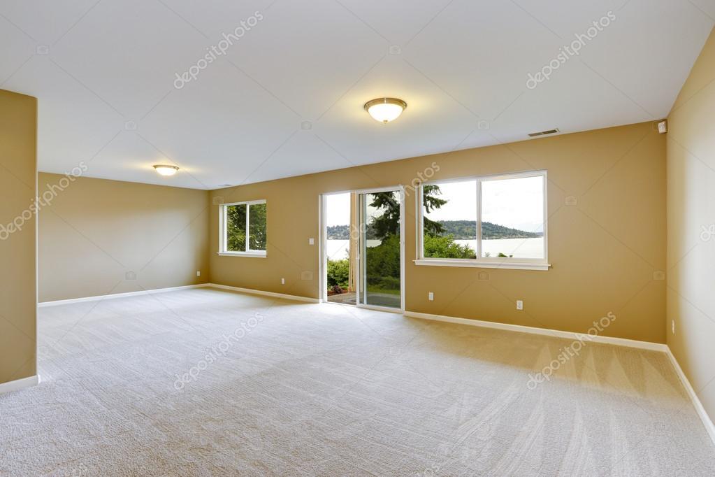 chambre familiale spacieuse avec moquette propre et sortez d brayage photographie iriana88w. Black Bedroom Furniture Sets. Home Design Ideas