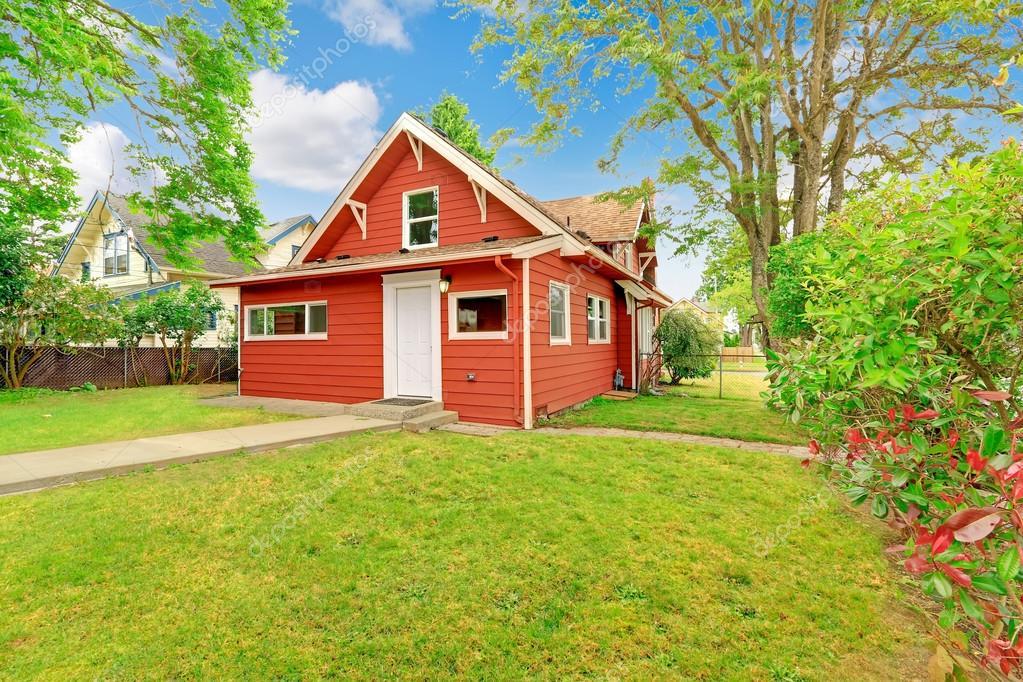Esterno Casa Piccolo Situato In Colore Rosso Foto Stock