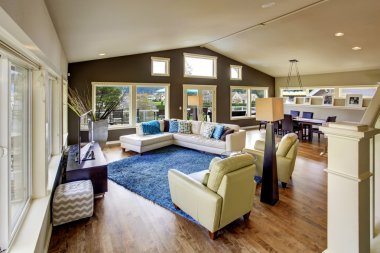Northwest traditional large bright living room interior.