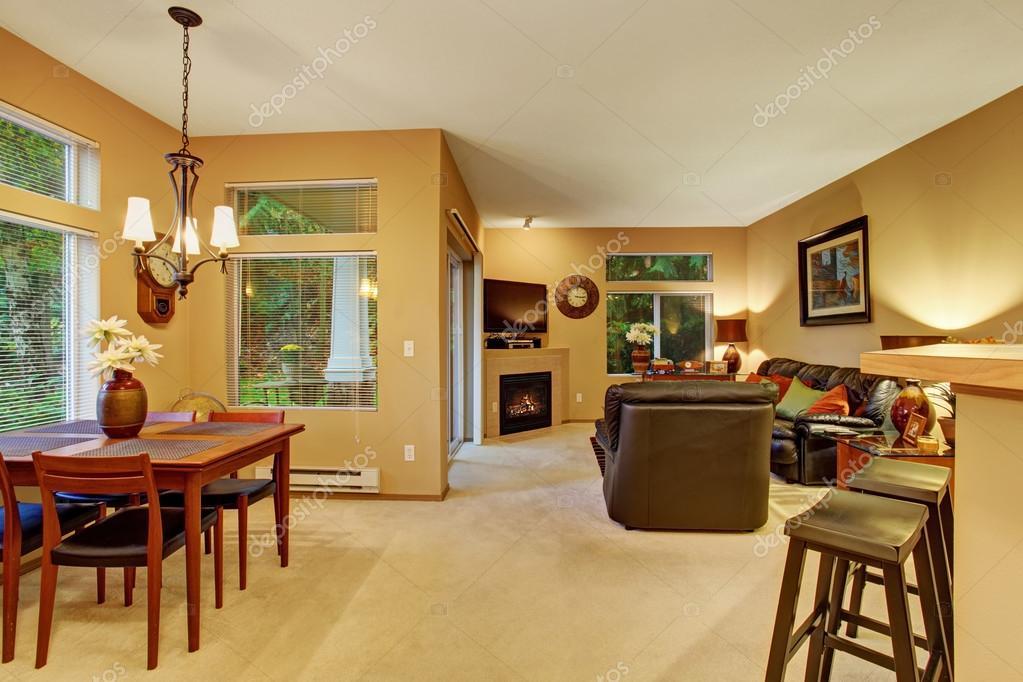 Sala sala comedor modernos con alfombras — Fotos de Stock ...