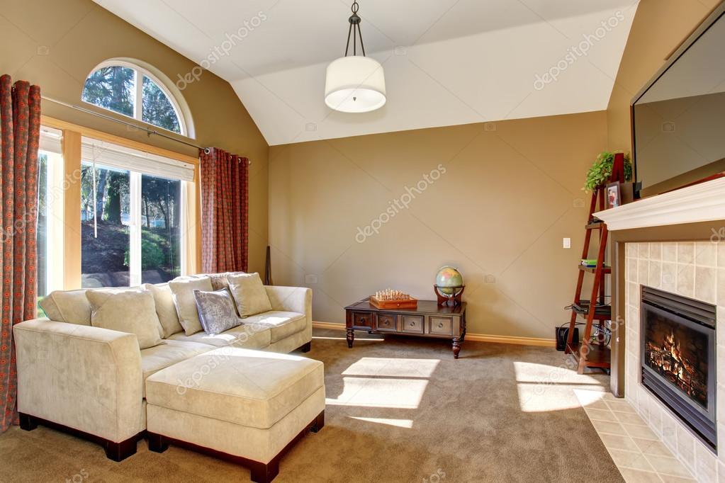 Soggiorno in famiglia perfetto con tappeto e impiccagione luce ...