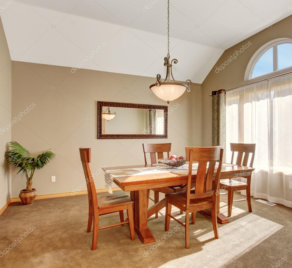 Teppich Für Esszimmer | Traditionelle Wohn Esszimmer Mit Teppich Im Schonen Nordwesten