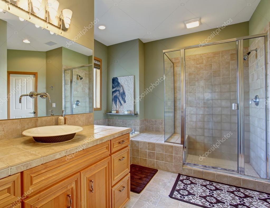 Perfekte Badezimmer mit Schüssel Stil Waschbecken und Dusche Glas ...