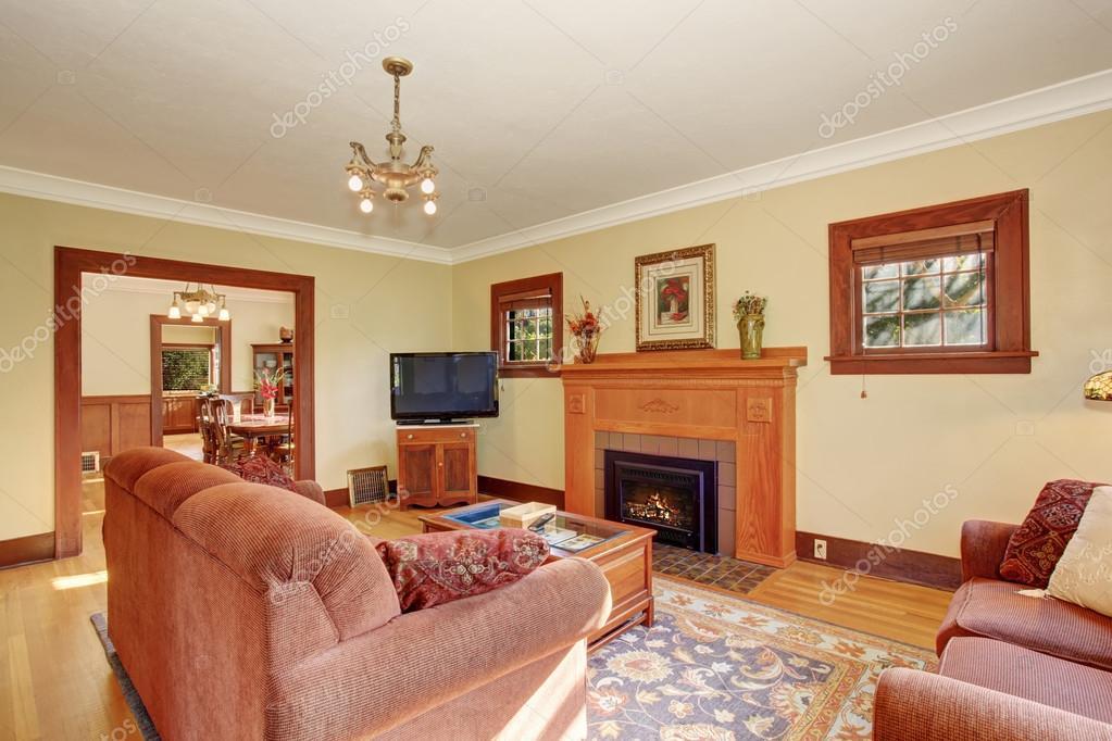 Klassieke familie woonkamer met chique decor — Stockfoto © iriana88w ...