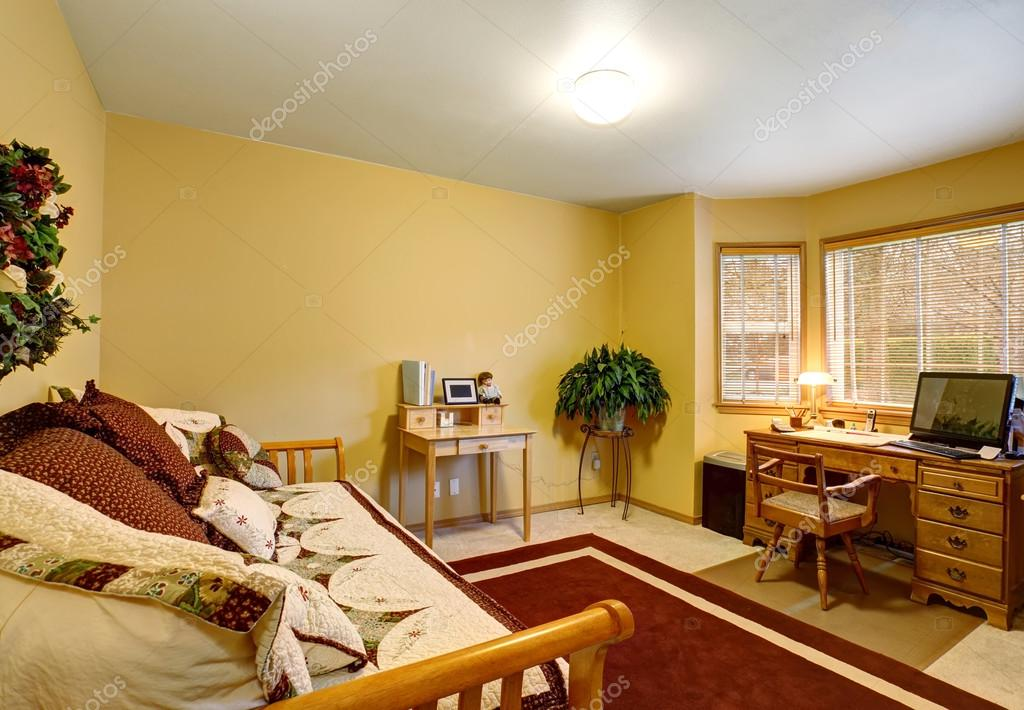 Rode Vloerbedekking Slaapkamer : Traditionele kantoor aan huis met rode tapijt en mooie receptie