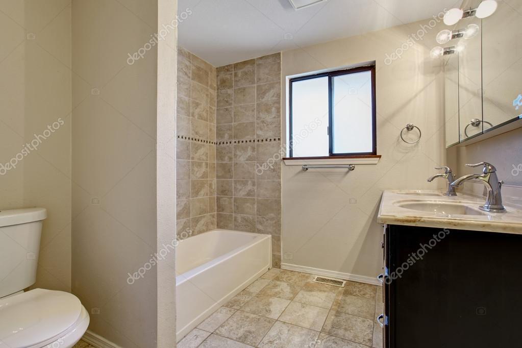 Baños elegantes y sencillos | Sencillo y elegante cuarto de baño con ...