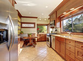 Standardní kuchyně s dlažbu