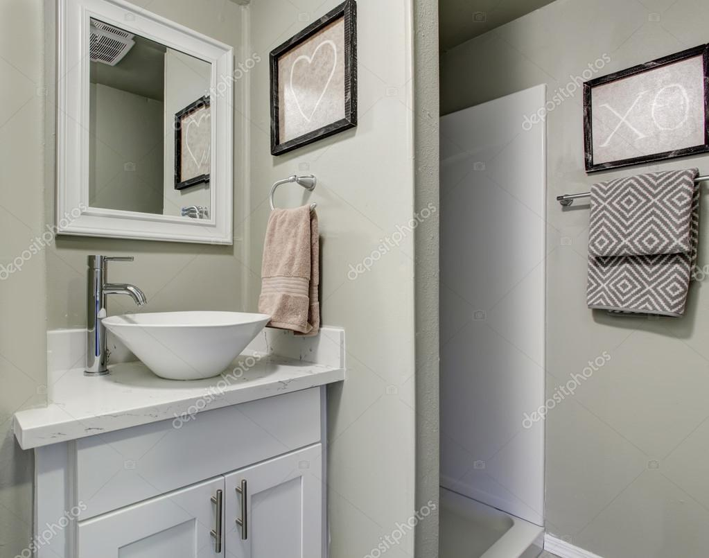 Cabinet D Architecte Nice nice bathroom with grey green walls and simple decor