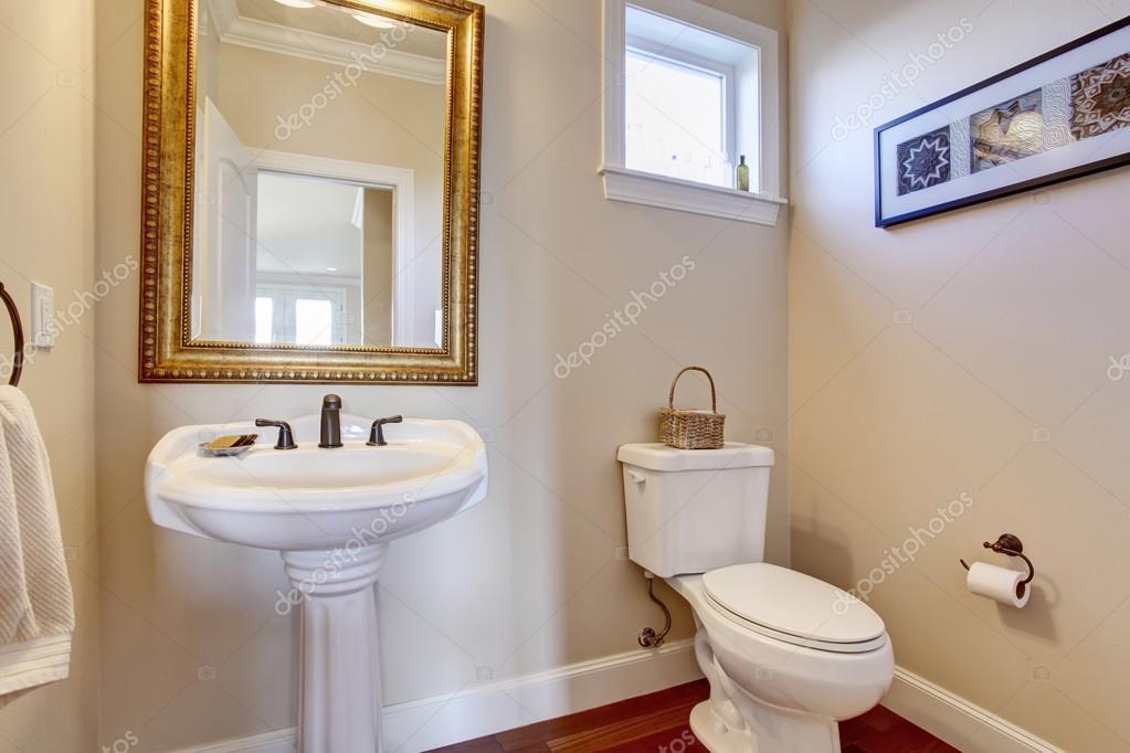 Egyszerű fehér falak fürdőszoba — Stock Fotó © iriana88w #79055986