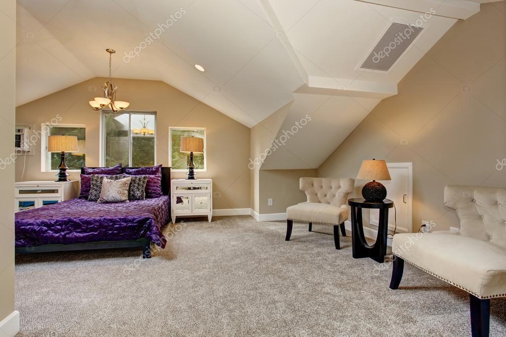 Camere Da Letto Viola : Camera da letto principale di lusso con biancheria da letto viola