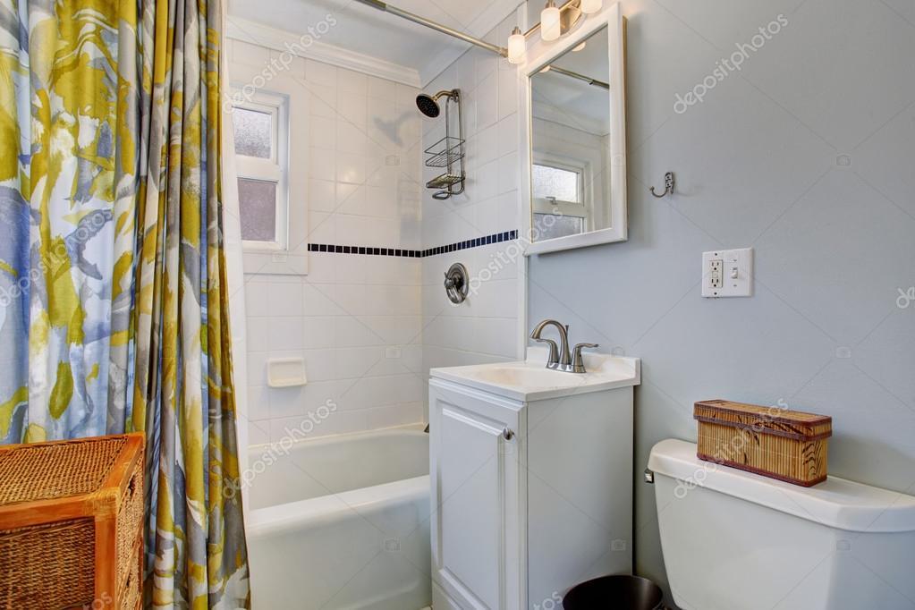 Piccola cucina e sala da pranzo con tavolo quadrato — Foto Stock ...