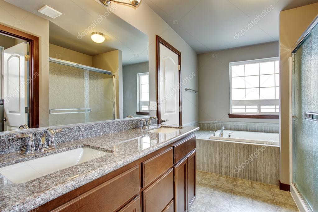 Bagno Moderno Con Toilette Separata Foto Stock C Iriana88w 79524864