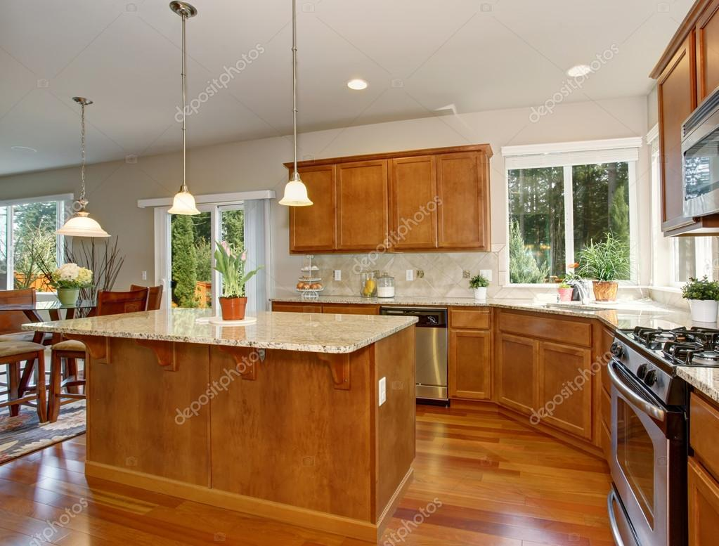 Moderne Küche mit einfachen Holz Schränke — Stockfoto © iriana88w ...